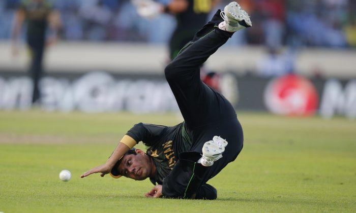Pakistan's Zulfiqar Babar dives to field the ball during their ICC Twenty20 Cricket World Cup match against Australia in Dhaka, Bangladesh, Sunday, March 23, 2014. (AP Photo/Aijaz Rahi)