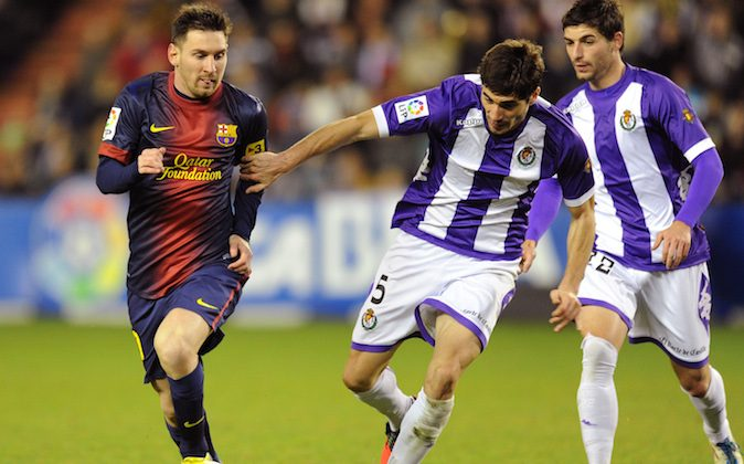 FC Barcelona's Lionel Messi from Argentina, left, duels for the ball next to Real Valladolid's Henrique Sereno from Portugal and Óscar González, right, during a Spanish La Liga soccer match at the Jose Zorrilla stadium in Valladolid, Spain, Sat., Dec. 22, 2012. (AP Photo/Israel l.Murillo)