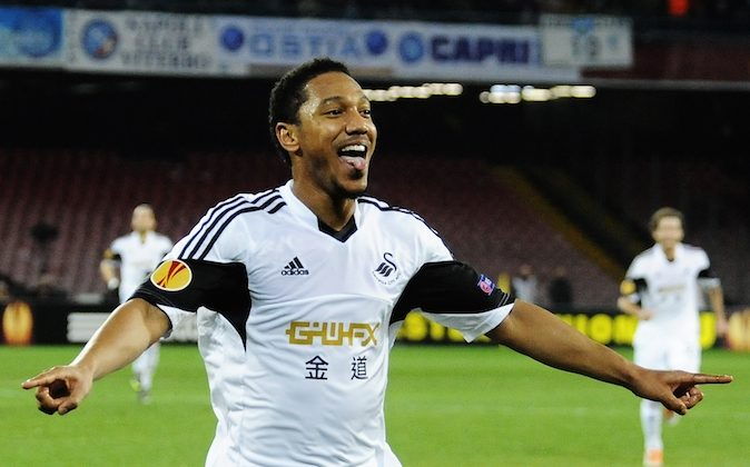 Swansea's Jonathan De Guzman celebrates after scoring during an Europe League, round of 32, second leg, soccer match between Napoli and Swansea, at the Naples San Paolo stadium, Italy, Thursday, Feb. 27,  2014. (AP Photo/Salvatore Laporta)