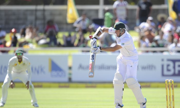 South Africa's captain Graham Smith plays a ball which led to his dismissal during the fourth day of their third cricket test against Australia in Cape Town, South Africa, Tuesday, March 4, 2014. (AP Photo)