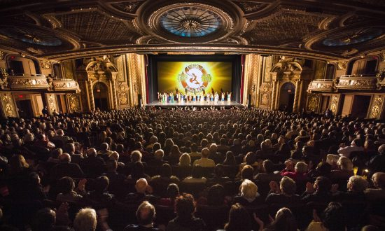 Arts and Business Circles Alike Touched by Shen Yun