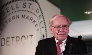 Warren Buffett Defends Kraft, Says Wells Fargo Made 'Big Mistakes'