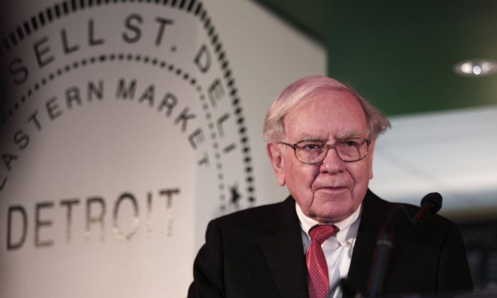 Warren Buffett, chairman and CEO of Berkshire Hathaway, at the Goldman Sachs 10,000 Small Businesses Program press conference on Nov. 26, 2013 in Detroit, Mich. (Bill Pugliano/Getty Images)
