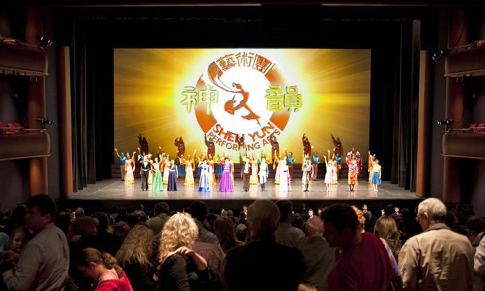 Shen Yun Performing Arts Touring Company's curtain call at the Clay Center for the Arts & Sciences of West Virginia, on March 11. (John Yu/Epoch Times)