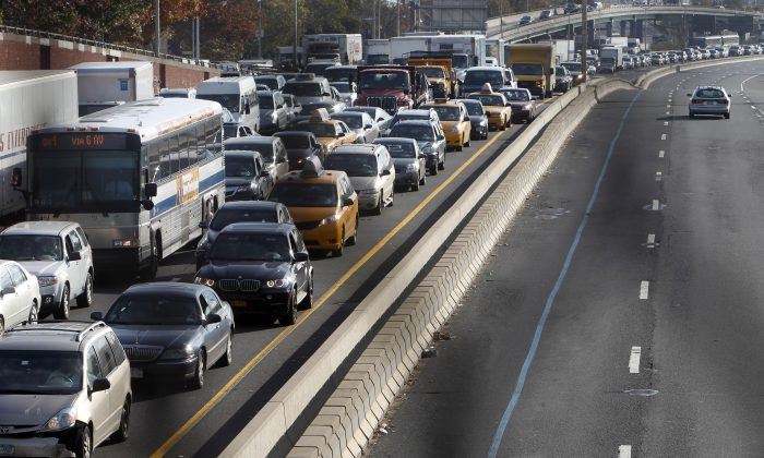 Congestion on the Long Island Expressway into Manhattan near the turn off for the Queensboro Bridge, Nov. 1, 2012. (Jason DeCrow/AP)