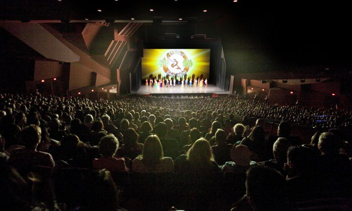 Interior Designer Praises Shen Yun: 'Beautiful'