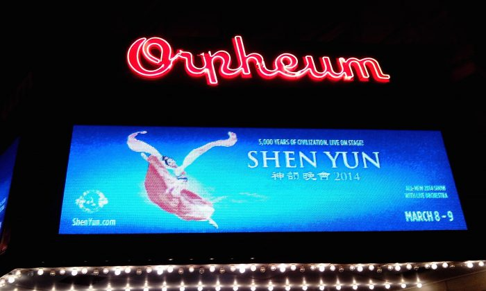 Downtown Omaha's Orpheum Theatre showing Shen Yun Performing Arts. (Joyce Mitchell/Epoch Times)