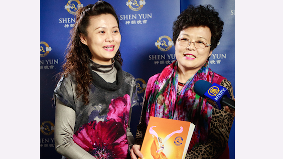 Tsai Wan-Chun, national music teacher, and her mother are thrilled by the dance and music they saw at Shen Yun's performance on March 3. (Cheng Shun-li/Epoch Times)