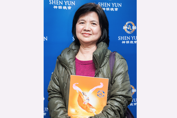 You Xueji attends Shen Yun Performing Arts at the Keelung Cultural Center Performing Hall, in Taiwan. (Wang Renjun/Epoch Times)