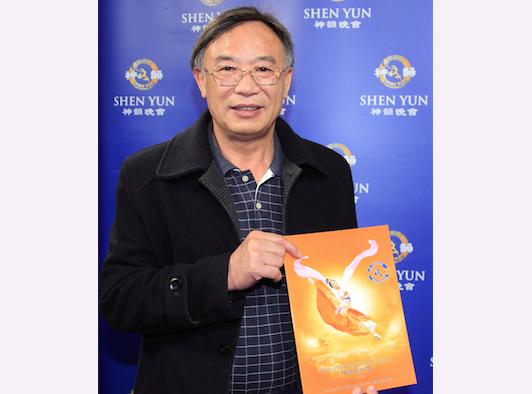 Tsai Feng-chun, president of Shayang Ye Industrial Co. Ltd, attends Shen Yun at Taoyuan, Taiwan (Luo Zhengheng/Epoch Times)