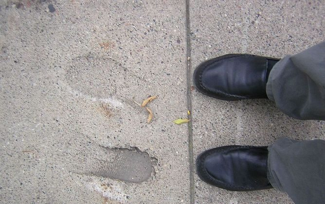 Crossing the line. (Susan Lesch, CC BY-NC-SA)