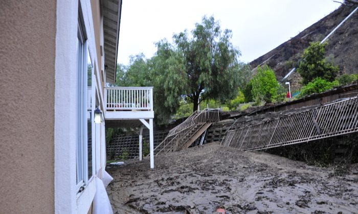 A backyard mudslide buried a recreation area and mud nearly filled to the rear window sills. (Robin Kemker/Epoch Times)