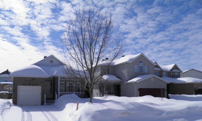 Canadian households' net worth was boosted in the fourth quarter of 2013 by a 1.6 percent increase in real estate while mortgage debt rose 1.1 percent. (Epoch Times)