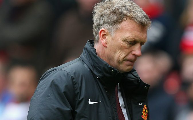 Manchester United Manager David Moyes heads for the dressing room at half-time during the Barclays Premier League match between Manchester United and Liverpool at Old Trafford on March 16, 2014 in Manchester, England. (Photo by Alex Livesey/Getty Images)