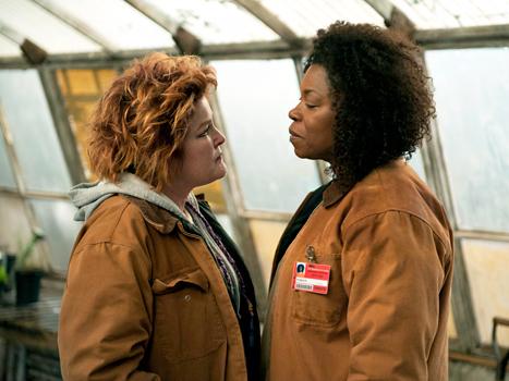 Kate Mulgrew and Lorraine Toussaint in Orange is the New Black Season 2. (JoJo Whilden/Netflix)