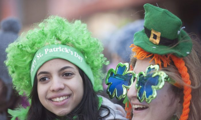 Members of the crowd smile as they watch the 2013 St. Patrick's Day parade in Montreal. Two responsible drinking advocacy groups are reminding people to imbibe in moderation during St. Patrick's Day festivities. (The Canadian Press/Graham Hughes)