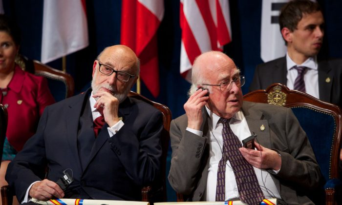 François Englert (L) and Peter Higgs (R) attend the 'Prince of Asturias Awards 2013' ceremony at the Campoamor Theater on October 25, 2013 in Oviedo, Spain. (Carlos Alvarez/Getty Images)