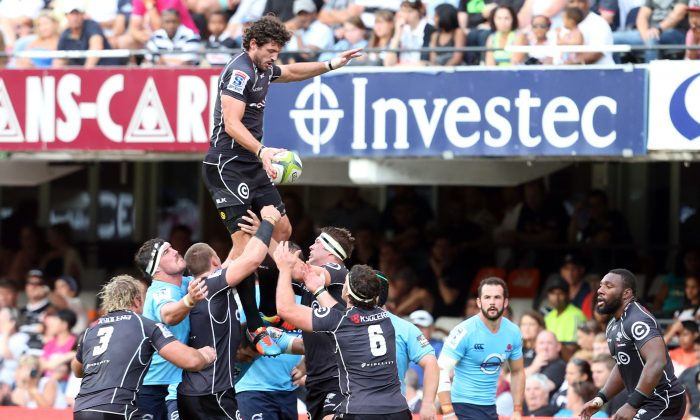 Sharks No.8 Ryan Kankowski wins the lineout against the Waratahs during their SuperRugby match in Durban, South Africa, on March 29, 2014. (Steve Haag/Gallo Images/Getty Images)