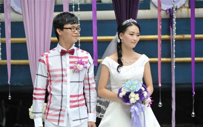 He Wenting and her husband Huang Guangyu on their wedding day. Both were arrested on Dec. 18, 2013 for distributing free copies of an Internet circumvention software on Guangzhou University campus and are currently detained at the Fu Yong Detention Center in Shawan City, Guangzhou Province. (Minghui.org)