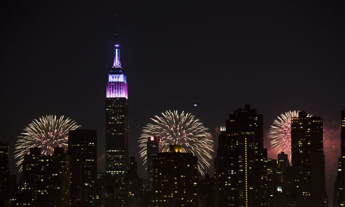 Fireworks light up the Empire State Building along the Manhattan skyline during Macy's 37th Annual Fourth of July fireworks show, Thursday, July 4, 2013, in New York. (AP Photo/John Minchillo)