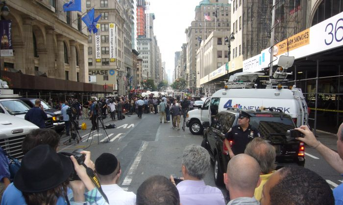Scene of a shooting outside the Empire State Building on Fifth Avenue, New York, on Aug. 24, 2012. Eleven people were shot, two fatally, after a guman opened fire. (Vincent J. Bove)