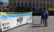 Falun Gong Practitioners Mark April 25 in Linkoping, Sweden