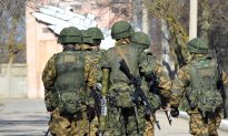 Photos Link Russian Special Forces to East Ukraine Protesters (video)
