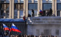 Ukraine Veers Closer to Collapse as Activists in Donetsk Proclaim 'People's Republic'