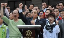 Taiwan Politician Promises Pause on China Trade Deal
