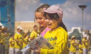 World Falun Dafa Day Celebrated at Entrance to Old City of Jerusalem