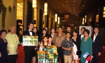 Family Brings Gifts for Shen Yun Performers