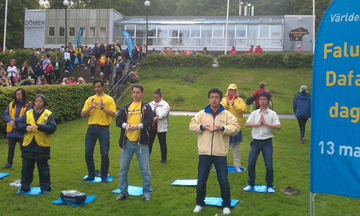 On May 12, Falun Gong practitioners celebrated the World Falun Dafa day by demonstrating the five sets of exercises to the crowd at the Slottskogen, a large park in central Gothenburg, Sweden. (Epoch Times)