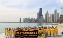 Chicago Falun Gong Practitioners Send Greetings on World Dafa Day