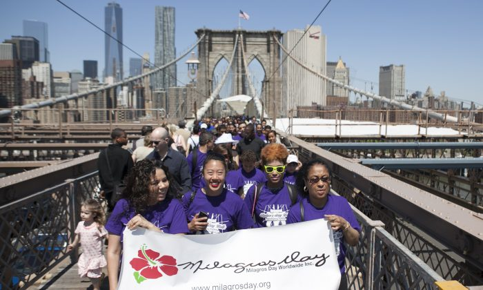 Over a hundred people gathered in Manhattan to walk across the Brooklyn Bridge for the third annual Milagros Day Mother's Day walk celebrating survivors of domestic violence, May 11, 2014. (Samira Bouaou/Epoch Times)