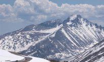 Hiker Stranded Overnight on Longs Peak Rescued (Video)