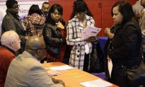 U.S. Jobless Claims Drop, Continuing Claims Lowest Since 2007 (Video)