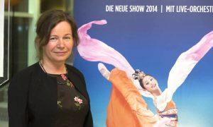 Artist Says Shen Yun Brings Harmony