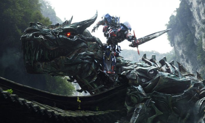 """Grimlock and Optimus Prime in """"Transformers: Age of Extinction."""" (Paramount Pictures)"""