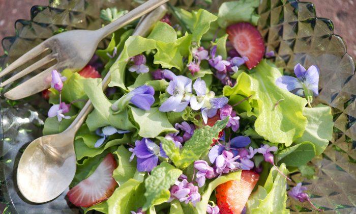 Unique Spring Salad (Cat Rooney/Epoch Times)