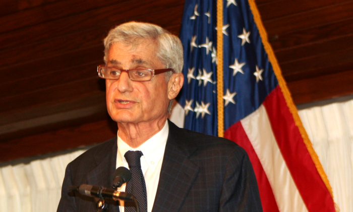 """Robert Rubin, co-chair of the Council on Foreign Relations and former U.S. secretary of the treasury in the Clinton administration, introduced a discussion """"The Economic and Social Effects of Crime and Mass Incarceration in the United States,"""" at the National Press Club on May 1, 2014. He questioned the wisdom of the U.S. policy of heavy incarceration. (Gary Feuerberg/Epoch Times)"""