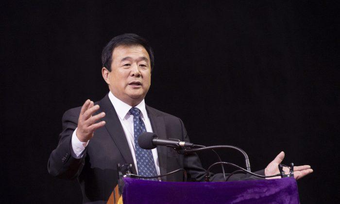 Mr. Li Hongzhi speaks at the Falun Dafa conference held at Barclays Center, New York, May 13, 2014. (Dai Bing/Epoch Times)