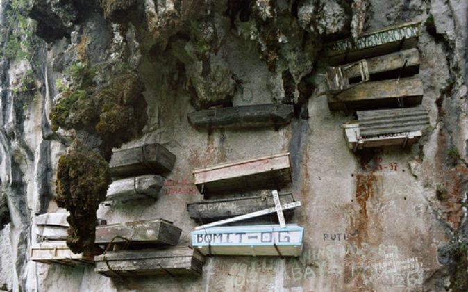 Hanging coffins in Sagada, Philippines. (Kok Leng, Maurice Yeo)