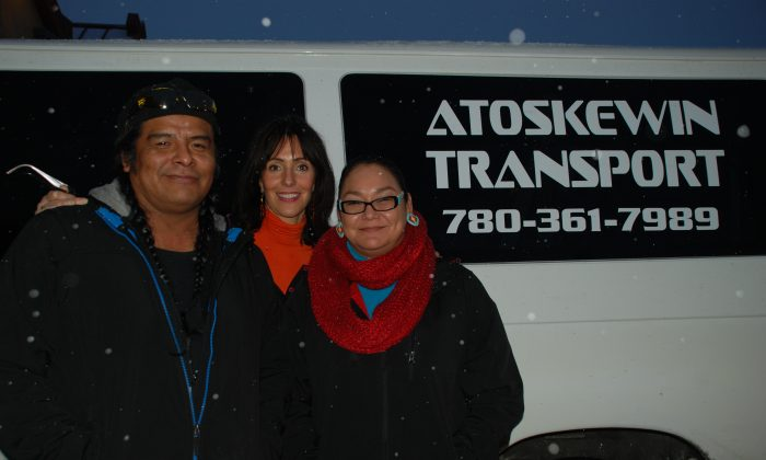 Clint Roan (L) and Angie Roan (R), graduates of the Change it Up program, pose in front of a van they use in their business, Atoskewin Transport. In the centre is Change it Up program founder Heather MacTaggart. (Courtesy of Change it Up)