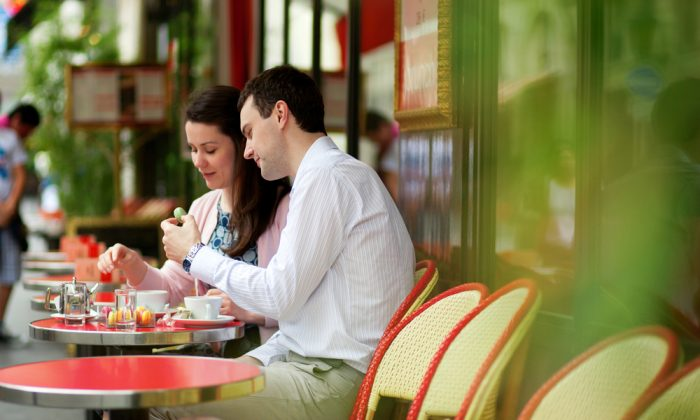 A couple dining in a Paris cafe. (Shutterstock*)