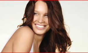 4 Natural Remedies to Whiten Teeth (Video)