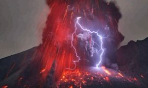 Stunning Photos of Volcanic Lightning (Video)