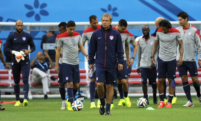 United States' Jurgen Klinsmann, center, walks on the pitch with his team during a training session at the Arena da Amazonia in Manaus, Brazil, Sunday, June 22, 2014. (AP Photo/Paulo Duarte)