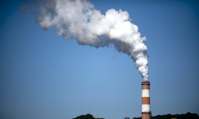 A plume of exhaust extends from the Mitchell Power Station, a coal-fired power plant built along the Monongahela River, 20 miles southwest of Pittsburgh, in New Eagle, Pa., on Sept. 24, 2013. (Jeff Swensen/Getty Images)