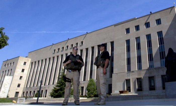 U.S. Marshals guard the area outside of the federal U.S. District Court in Washington, June 28, 2014. (Jose Luis Magana/AP Photo)