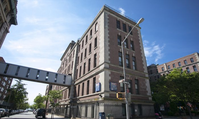 The exterior of Long Island College Hospital in Cobble Hill, Brooklyn, May 29. It closed most of its facilities May 22 and is currently only accepting emergency patients. (Samira Bouaou/Epoch Times)